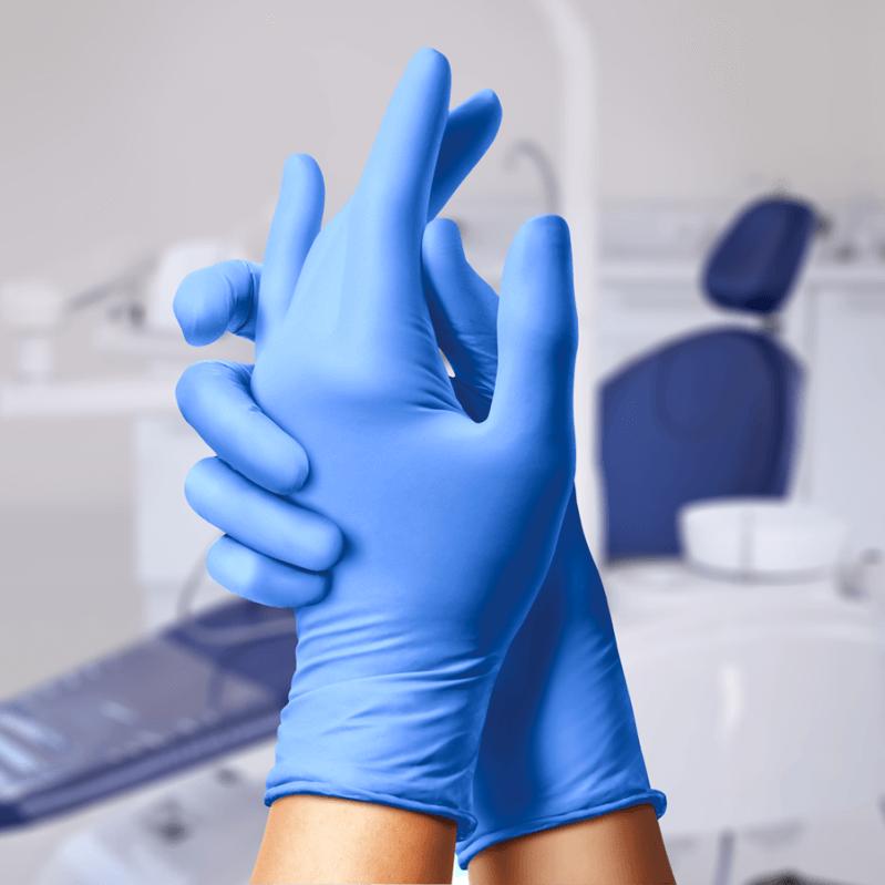 Использование нитриловых смотровых перчаток
