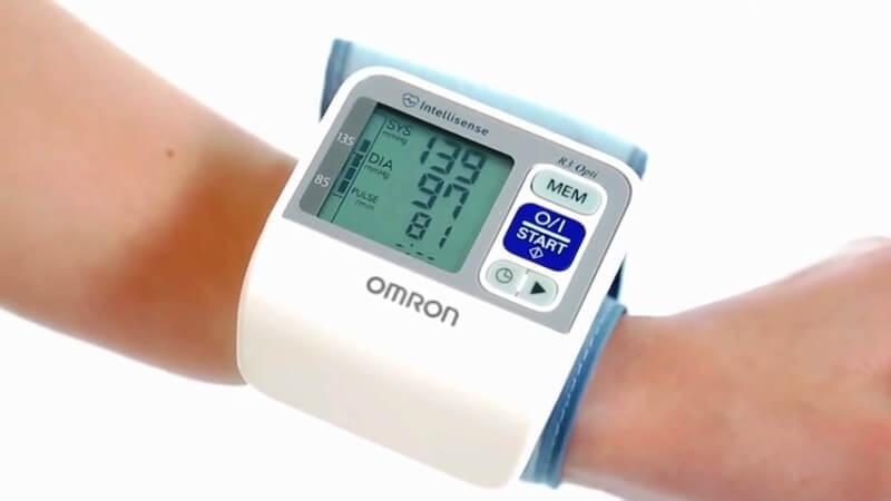 Измерение АД запястным термометром